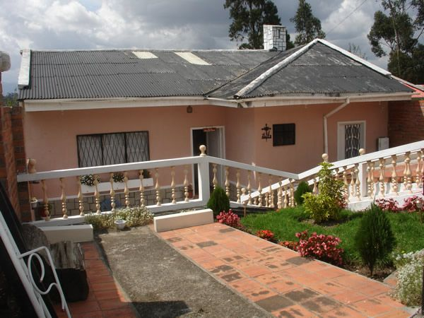 Vendo Villa Barrio 1ro. de Enero sector Chilcapamba 300mt total