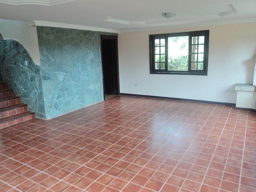 Casa mas Terreno en Venta a Crédito sector Challuabamba Cuenca - Ecuador