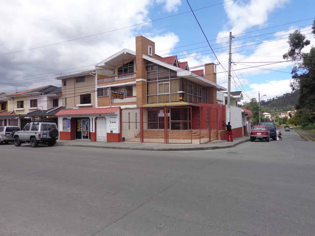 ARRIENDO LOCAL COMERCIAL FRENTE A LA UDA