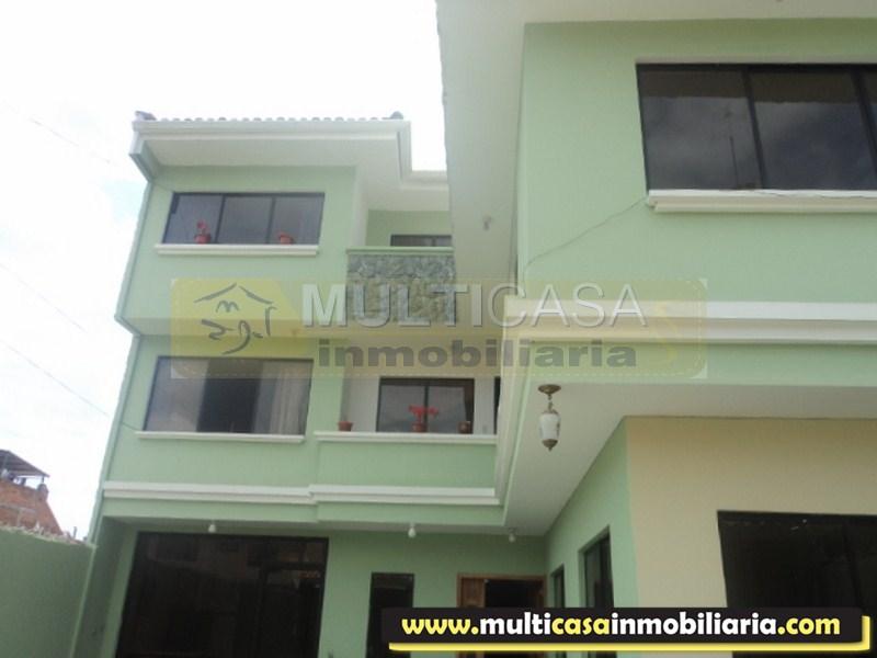Venta de Hermosa casa de 3 plantas con 1 local comercial a crédito sector 12 de Octubre Cuenca Ecuador