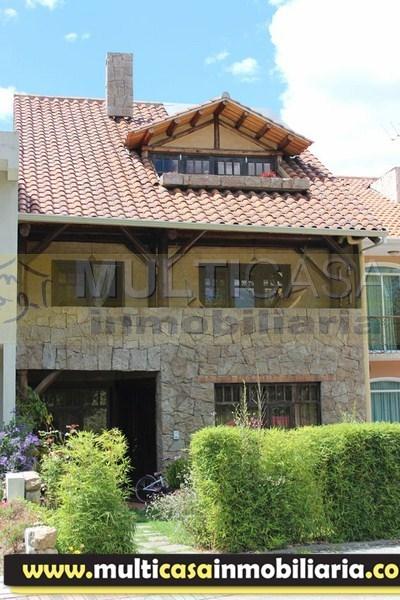 Venta de hermosa casa de 3 plantas sector Río Sol Cuenca-Ecuador