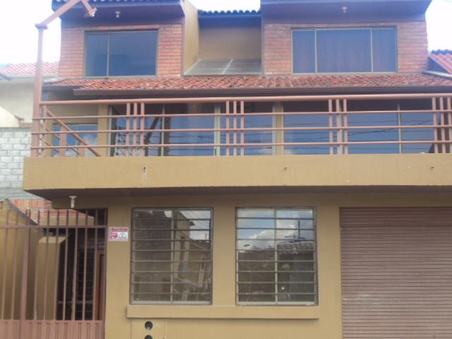 Casa en Venta a Crédito con Local Comercial sector Eucaliptos Cuenca - Ecuador