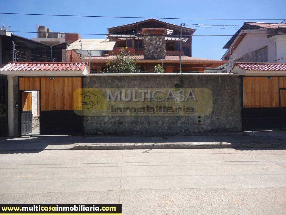Venta de Hermosa Casa Amplia a crédito sector Héroes de Verdeloma Cuenca - Ecuador