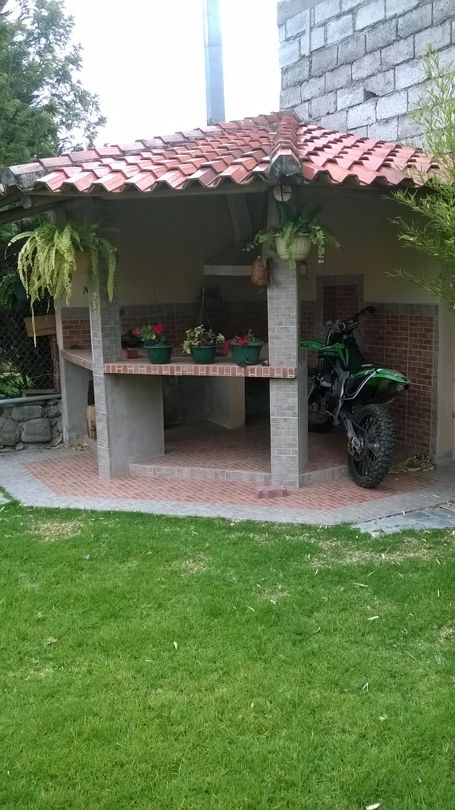 VENDO HERMOSA CASA Y COMODA SECTOR MIRAFLORES