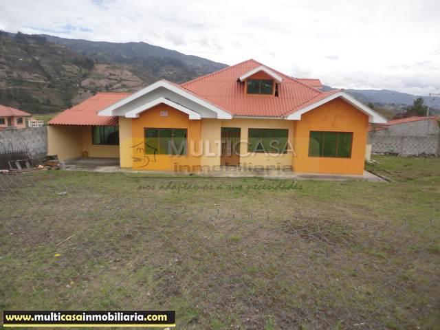 Venta de Hermosa Casa con Terreno Amplio Sector Chordeleg Cuenca-Ecuador