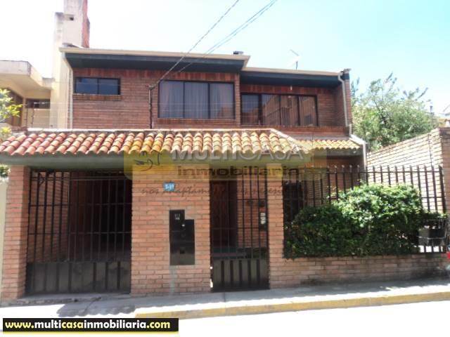 Casa en Venta a crédito de Lujo sector Primero de Mayo Cuenca-Ecuador