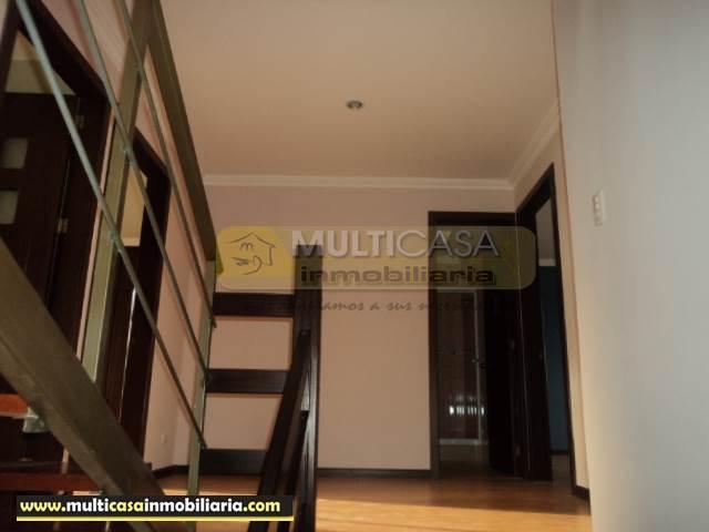Villa en Venta a crédito en urbanización sector El cebollar Cuenca-Ecuador