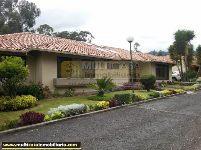 Casa Moderna en Venta a Crédito en Urbanización Privada sector Balzay Cuenca-Ecuador