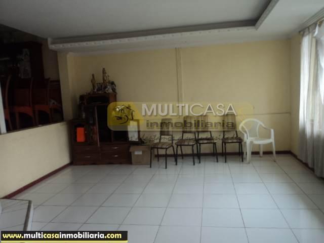 Casa en Venta a Crédito remodelada de Tres plantas sector Baños Cuenca-Ecuador