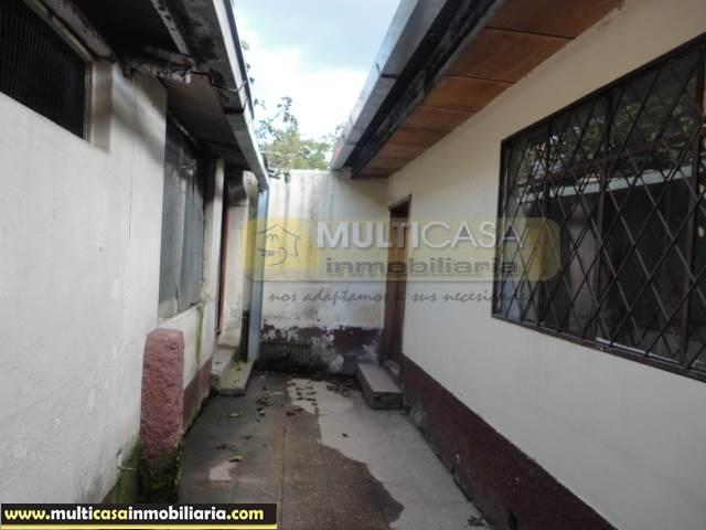 Casa Comercial en Venta con Tres medias aguas una tienda a Crédito Sector Centro de la Ciudad Cuenca-Ecuador