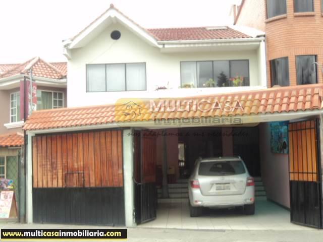 Venta de Hermosa Casa Comercial de Dos Departamentos y un Local Comercial a crédito sector Av. Primero de Mayo Cuenca-Ecuador <br><br>