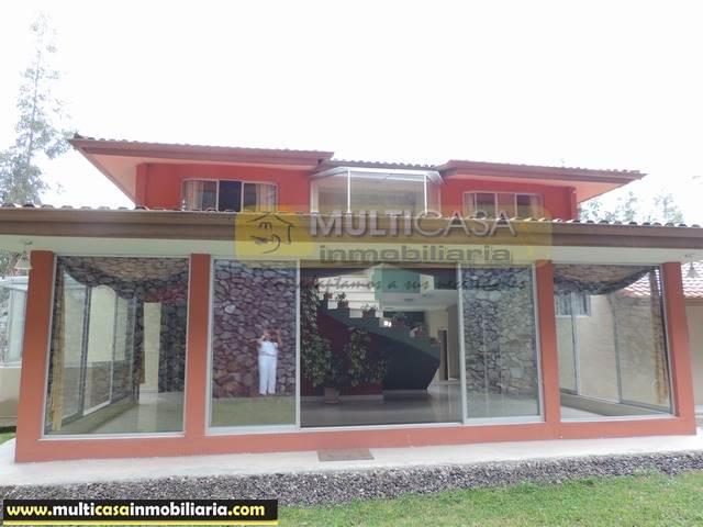 Arriendo Villa de Lujo Sector San Joaquín Cuenca-Ecuador