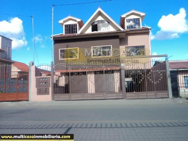 Venta de Hermosa Casa Comercial por estrenar de Cuatro Departamentos y un Local Comercial a crédito sector Ricaurte Cuenca-Ecuador <br><br>