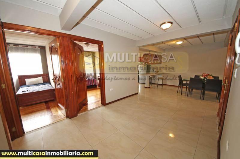 Venta de Hermosa Casa Rentera de Tres Departamentos a crédito sector Gran Manzana  Cuenca-Ecuador <br><br>