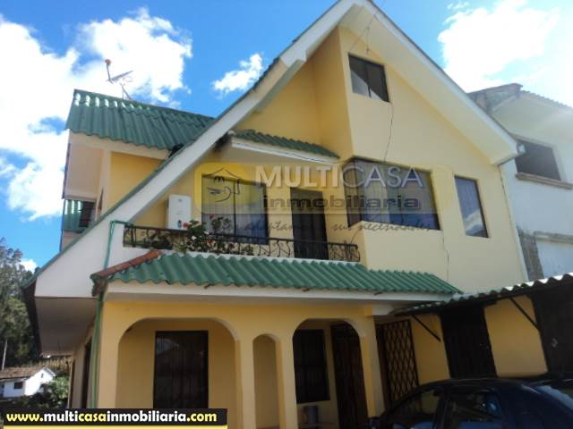 Casa Rentera en Venta dos mini departamentos, local comercial Sector Narancay Bajo Cuenca-Ecuador