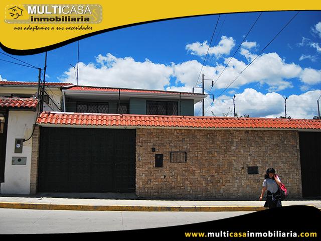 Casa Comercial de Tres departamentos en Venta a Crédito Sector Las Orquídeas Cuenca - Ecuador