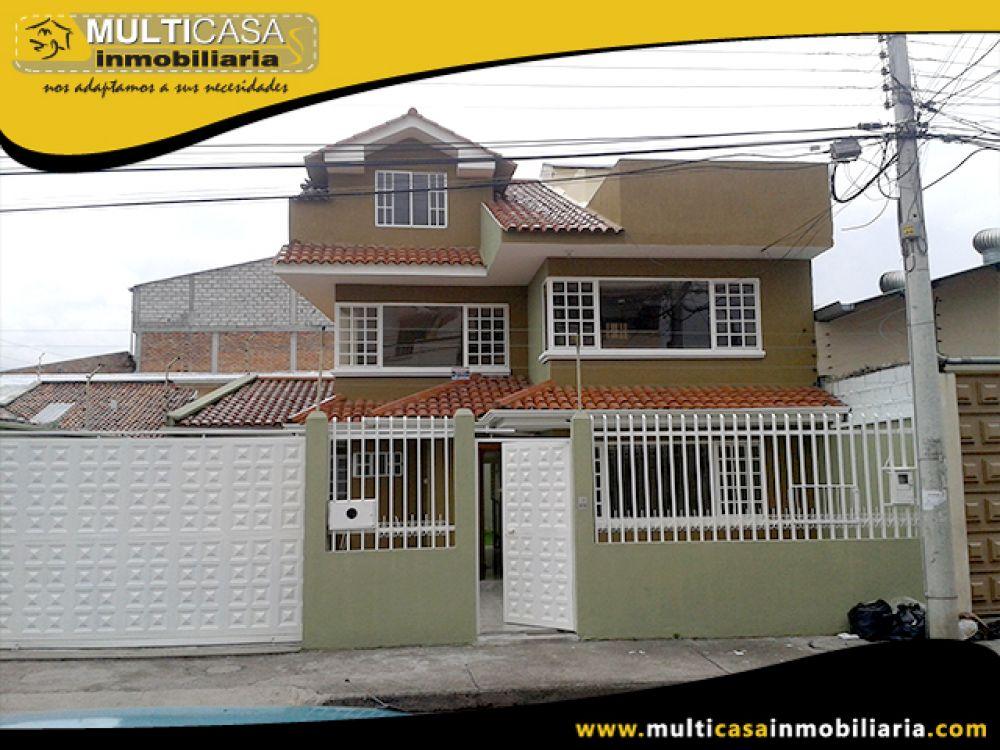 Venta de Hermosa Casa a crédito de tres pisos, Garaje tres vehículos Sector Totoracocha  Cuenca-Ecuador