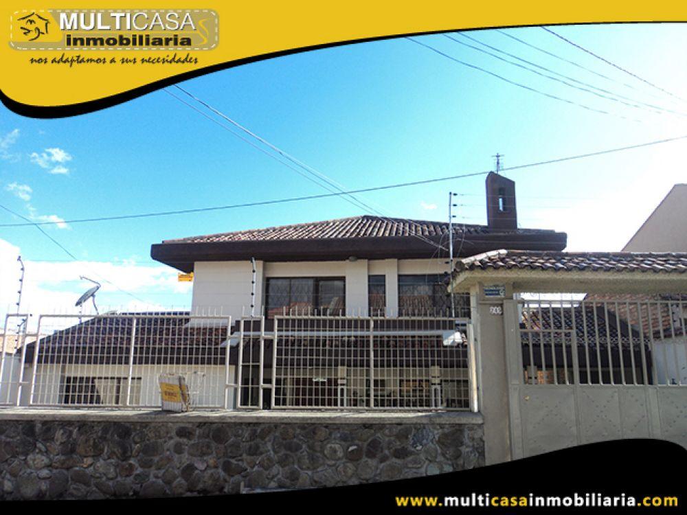 Venta a crédito de Hermosa Casa , Garaje Tres Vehículos , Grandes espacios verdes, galpon Sector Coliseo Mayor Cuenca- Ecuador