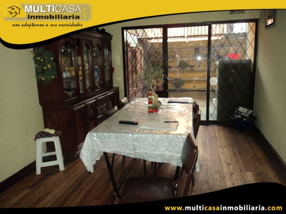 Venta a Crédito de Hermosa Casa con Local Comercial Sector 1ro de Mayo Cuenca-Ecuador
