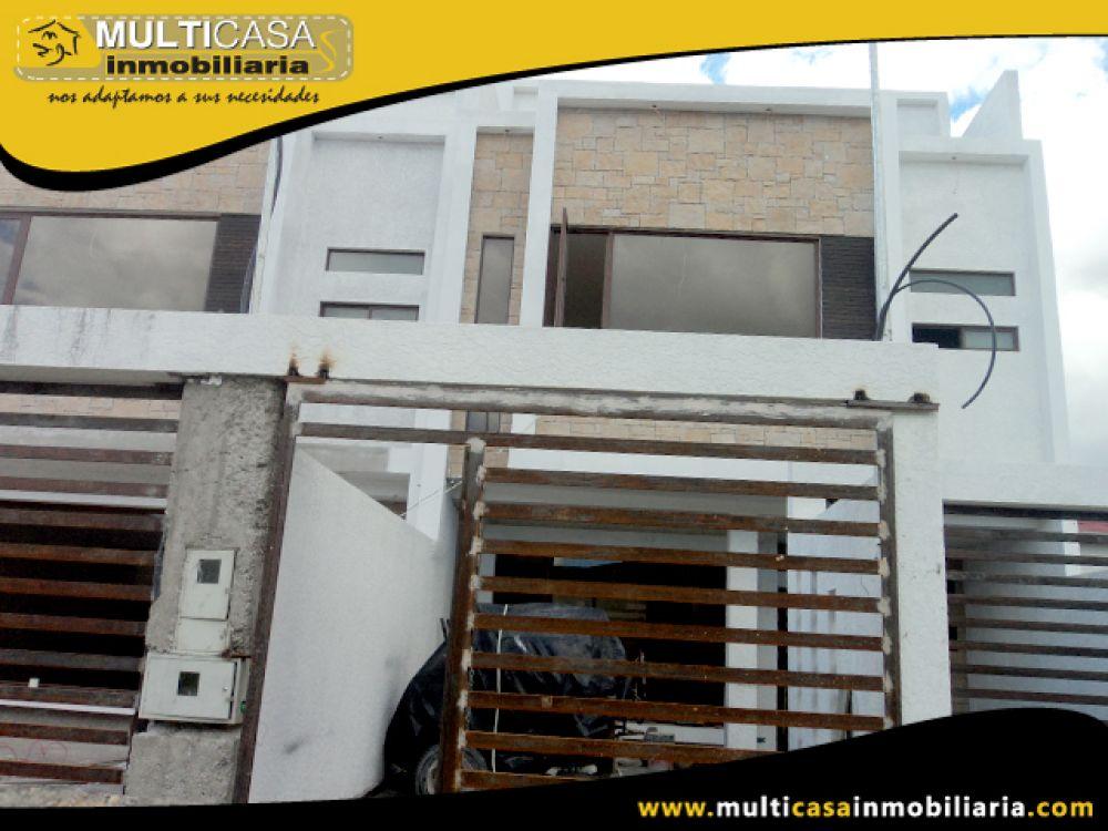 Venta a Crédito Hermosa casa por estrenar en calle de Retorno y garaje para dos vehículos sector Don Bosco Cuenca-Ecuador