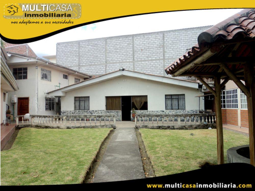 Vendo o Cambio Hermosa casa Comercial con amplio espacio verde y garaje para 2 vehículos sea con Terreno o Casa de menos Valor Sector Av. Loja Cuenca-Ecuador