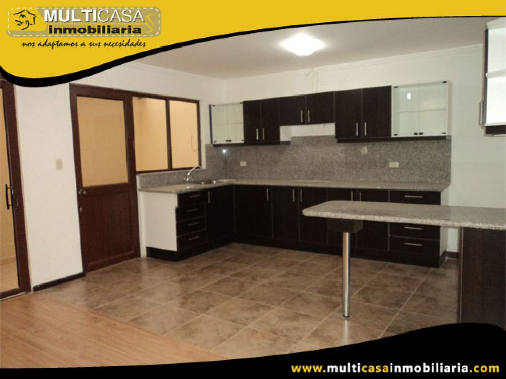 Venta a crédito Hermosa casa por estrenar, espacio verde y garaje. Sector Racar Cuenca-Ecuador