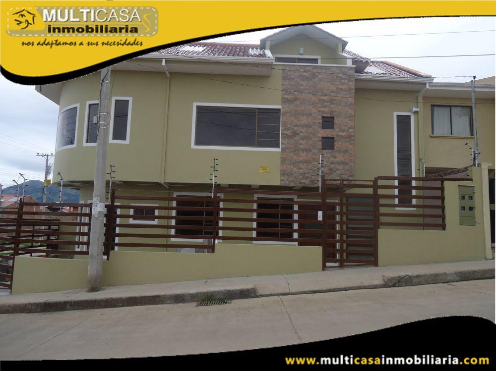 Venta de Hermosa Casa Comercial de tres Plantas con Tres Departamentos y  local Comercial a crédito sector Racar Cuenca-Ecuador<b>