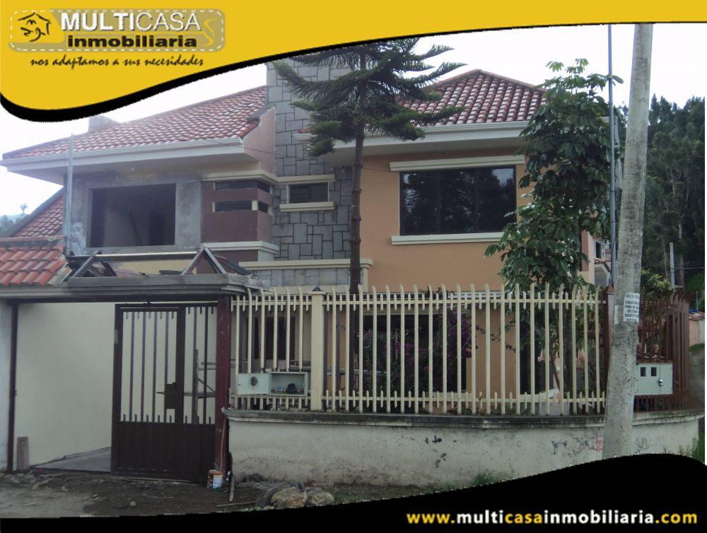 Venta de hermosa casa por estrenar a crédito con garaje para dos vehículos Sector Colegio Borja Cuenca-Ecuador