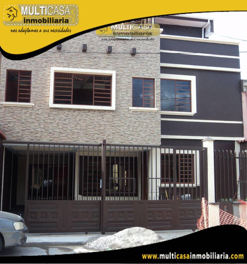 Casa Comercial de Tres departamentos en Venta Sector Juan Pablo II Cuenca-Ecuador