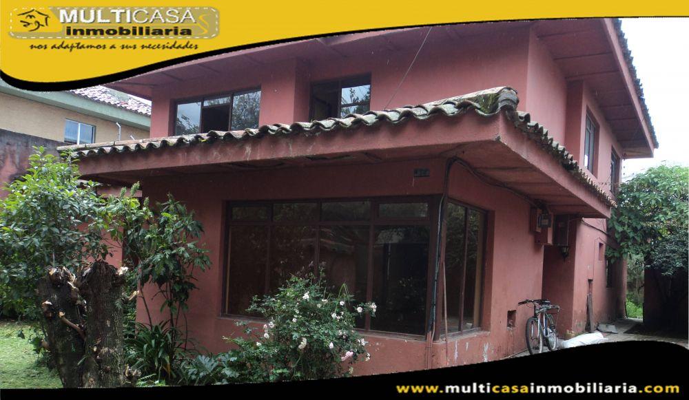 Arriendo hermosa Casa Comercial con garaje para Tres Vehiculos Sector El Estadio Cuenca-Ecuador