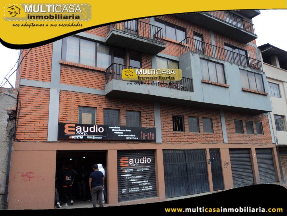 Venta de Hermosa Casa Comercial a Credito de Cuatro Pisos con Tres Departamentos Independientes,media Agua y dos Locales Comerciales Sector Centro de la Ciudad Cuenca-Ecuador