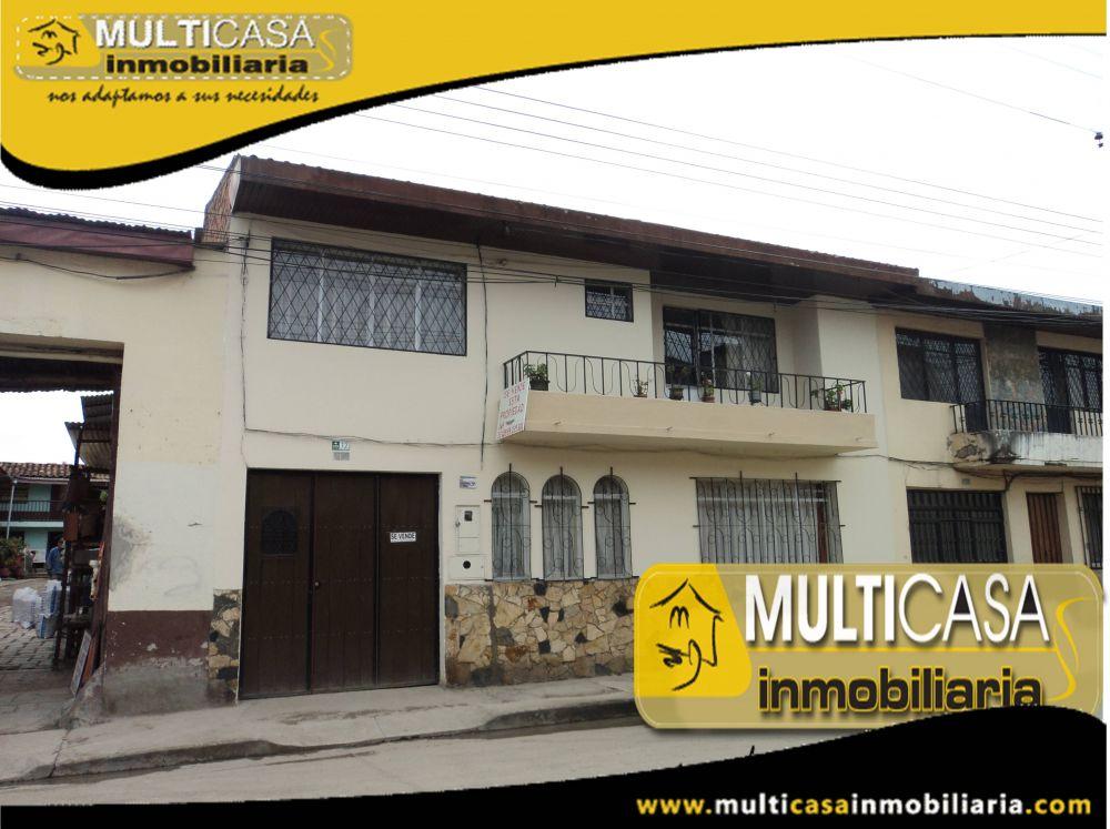 Venta de hermosa casa comercial a credito de dos plantas con una media agua Sector Centro de la Ciudad Cuenca-Ecuador