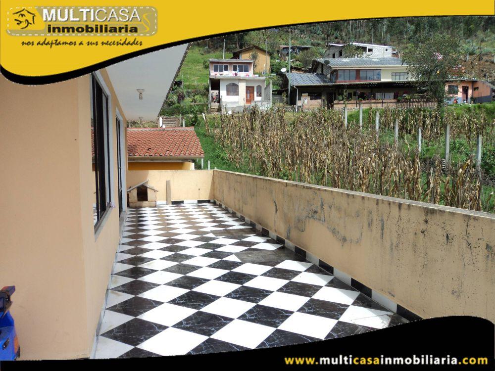 Casa comercial en Venta dos departamentos y media agua a Crédito Sector Baños Cuenca-Ecuador