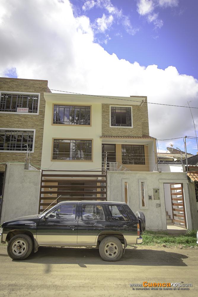 Se Vende Hermosa Casa con 2 DEPARTAMENTOS Sector Parque Miraflores en Cuenca