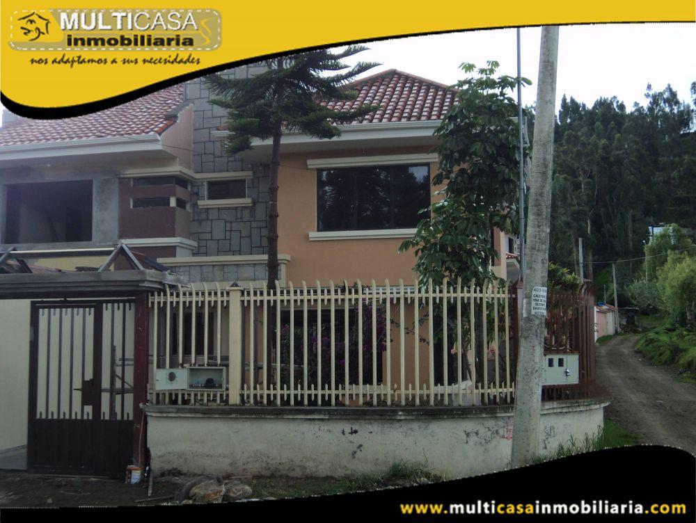 Venta de Hermosa Casa a Crédito con garaje para dos vehículos y espacio verde Sector Colegio Borja Cuenca-Ecuador