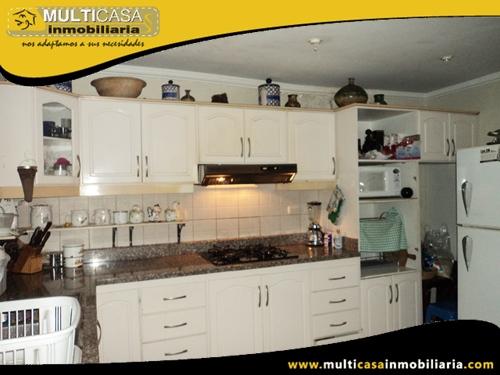 Casa en Venta con Local Comercial a Crédito Sector Av.1ero de Mayo Cuenca- Ecuador