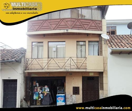 Casa en Venta con Local Comercial a Crédito Sector Centro de la Ciudad Cuenca-Ecuador