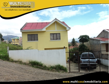 Casa en Venta con espacio verde a Crédito Sector Cdla. Simón Bolivar Cuenca-Ecuador