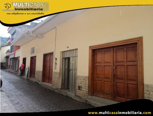 Casa Comercial en Venta a Crédito de Cuatro locales Comerciales Sector Centro de Gualaceo - Ecuador