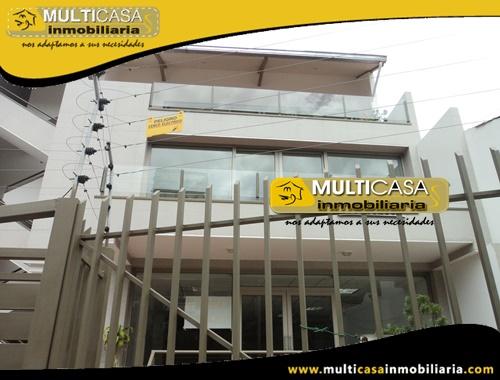 Casa con Local Comercial y Tres departamentos en Venta Sector Av.12 de Abril Cuenca-Ecuador