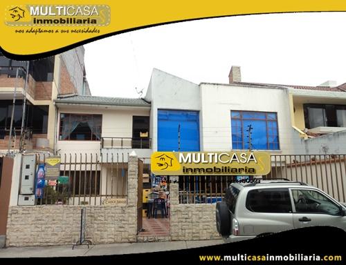 Casa Comercial en Venta de Dos Departamentos y Local Comercial Sector Crea Cuenca-Ecuador