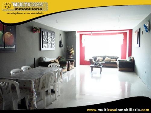 Casa de Dos Departamentos y Local Comercial Sector Medio Ejido Cuenca-Ecuador