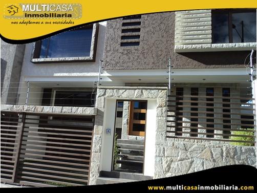 Casa en Venta a Crédito con Dos Departamentos Sector Empresa Eléctrica Cuenca-Ecuador