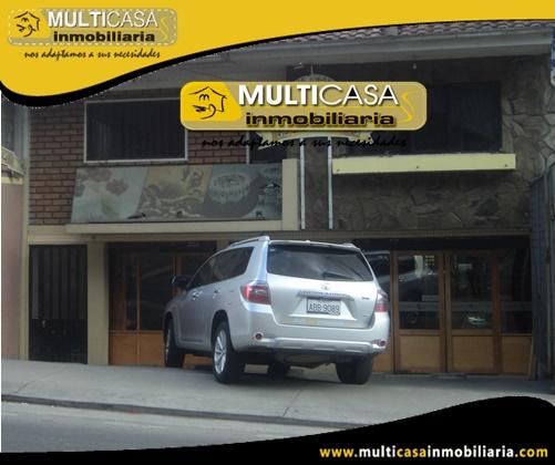 Casa en Venta de Tres Departamentos con Local Comercial Sector Colegio Garaicoa Cuenca-Ecuador