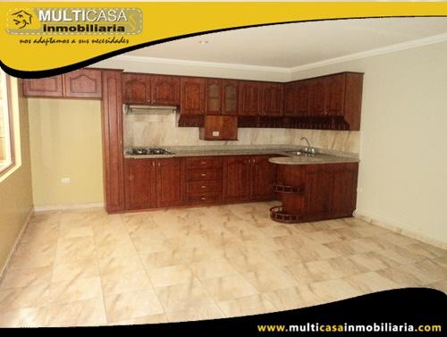 Casa Comercial en Venta a Crédito con dos Locales Comerciales y dos Departamentos Sector Ave. Solano Cuenca-Ecuador