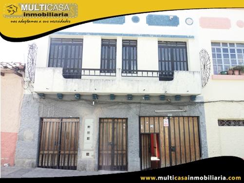 Casa en Venta a Crédito de Tres departamentos y Local Comercial Sector Centro de la Ciudad Cuenca-Ecuador