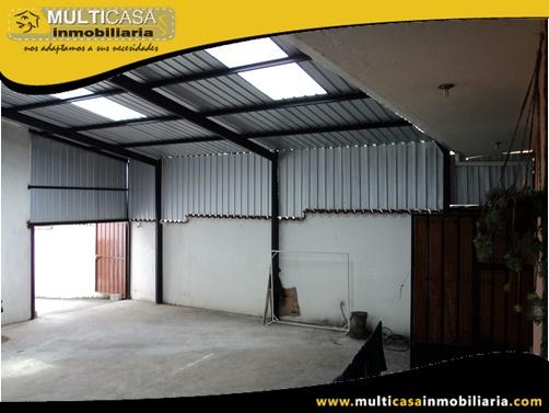 Dos Casas en Venta a Crédito con Cuatro Departamentos y Dos Locales Comerciales Sector Vía a Misicata Cuenca-Ecuador