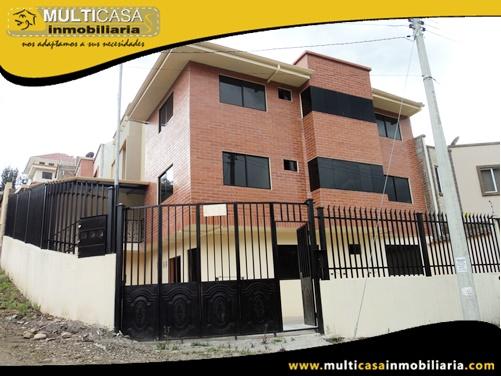 Casa en Venta a Crédito de Tres Departamentos Sector Control Sur Cuenca-Ecuador