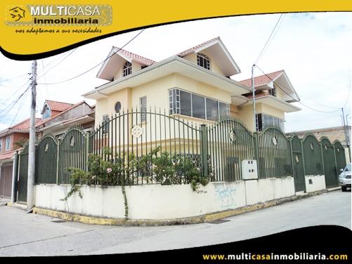 Casa en Venta a Crédito con Dos Locales Comerciales y Dos Departamentos Sector Av. Loja Cuenca-Ecuador