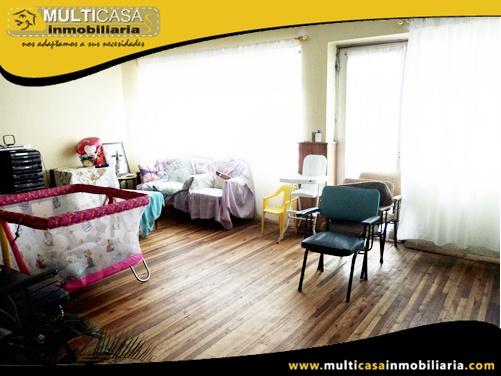 Edificio en Venta a Crédito de Tres departamentos y Local Comercial Sector Centro de la Ciudad Cuenca-Ecuador